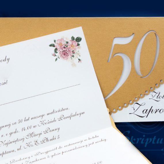 Zaproszenie wycinane laserem w złotym kartonie w wkładką drukowaną cyfrowo na kremowym papierze.
